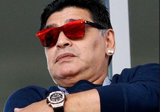 Futboll dhe modë/ Koleksione peliçesh dhe bizhuteritë të kushtueshme! Maradona, ikona ekstravagante