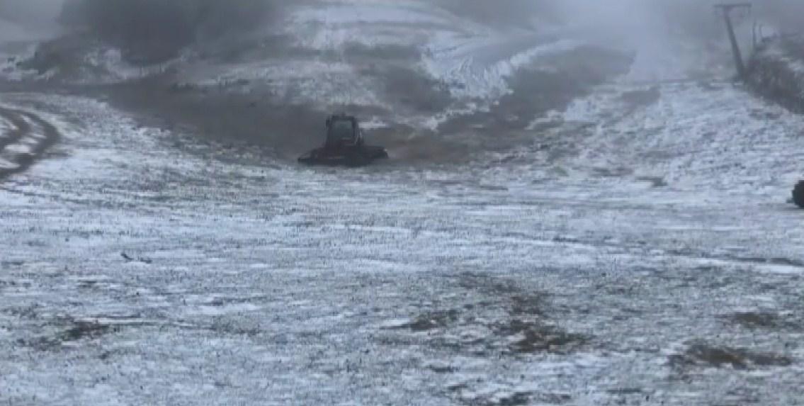 Dëbora e parë në Dardhë/ Temperaturat u ulën ndjeshëm në zonat malore dhe në juglindje të vendit