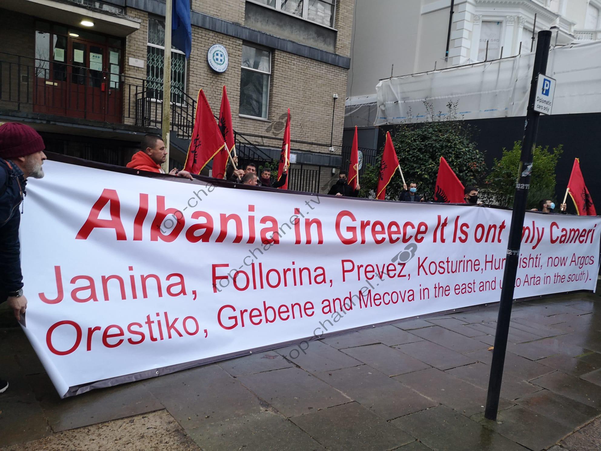 Protestë para ambasadës greke në Londër: Shqipëria në Greqi, nuk është vetëm Çamëria! Të ngremë zërin ndaj padrejtësive