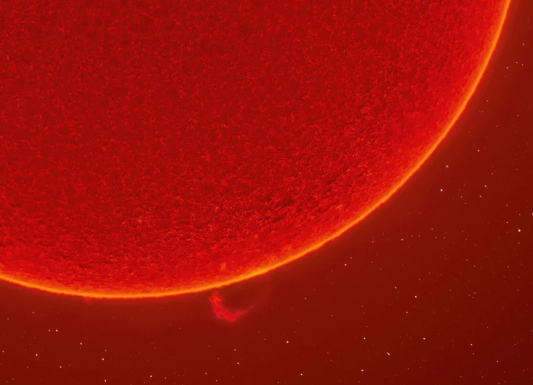 Imazhi i yllit në flakë u bë duke përdorur një teleskop ultra të ndjeshëm, nga fotografi astronomik amerikan Andrew Mccarthy