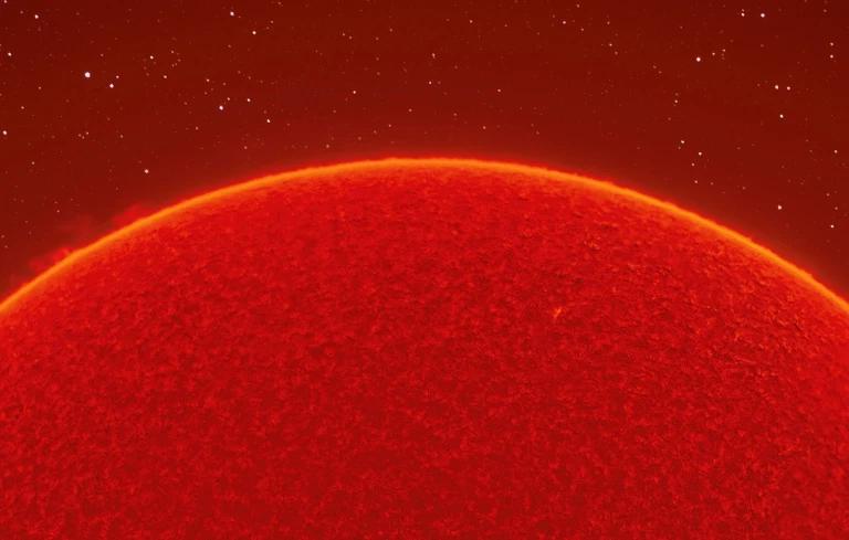 Andrew, nga Kalifornia, ka qenë duke fotografuar hënën e diellin prej tre vjetësh, por vetëm këtë muaj nisi sfidën e tij më unike.