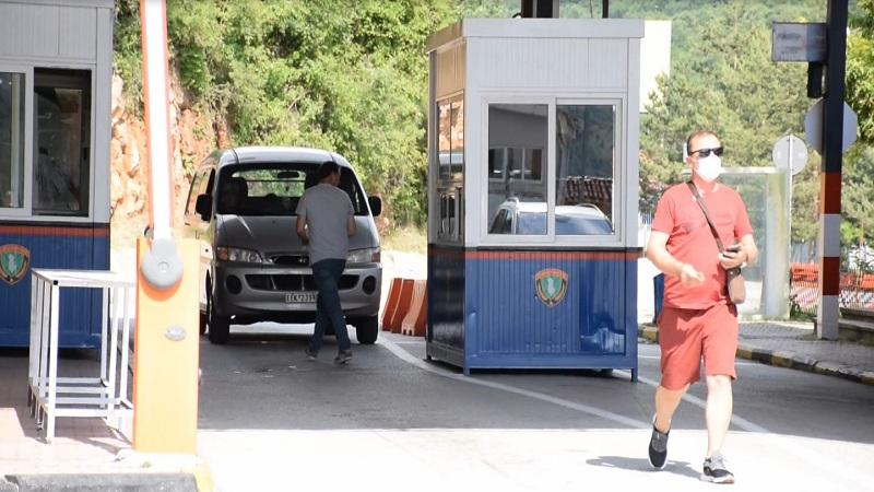 greqia-nuk-ka-hapur-ende-kufirin-ne-kapshtice-nuk-mund-te-kalosh-ndalohen-anijet-turistike