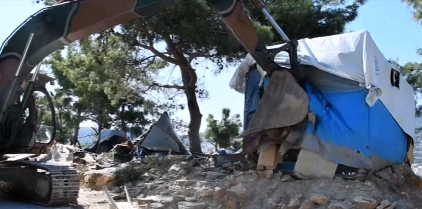 shembet-kampi-i-refugjateve-greqia-shkaterron-strukturen-famekeqe-qe-mbipopullohej